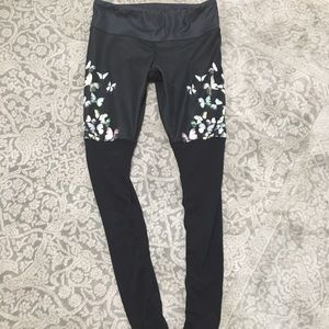 Alo Yoga goddess legging with butterfly detail